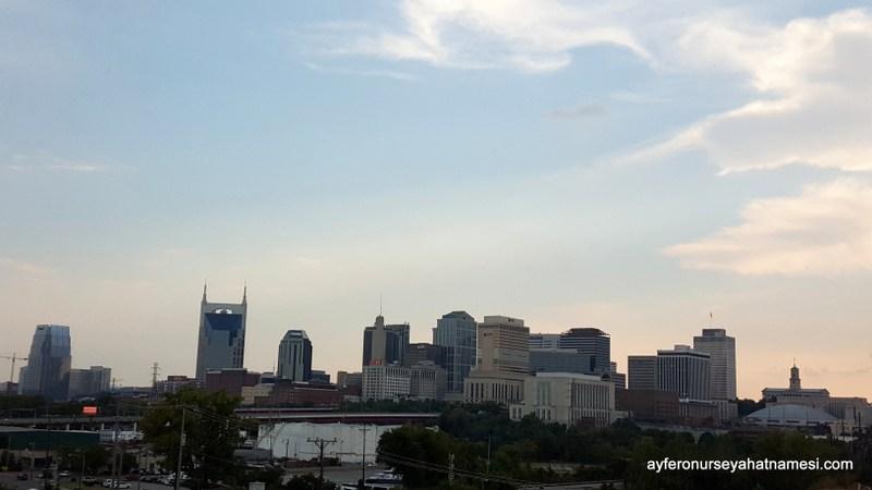Otel odasından Nashville şehir manzarası...