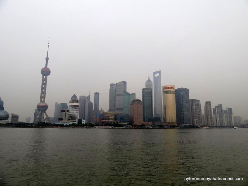 Pudong bölgesi ve gökdelenlerin görselllği...