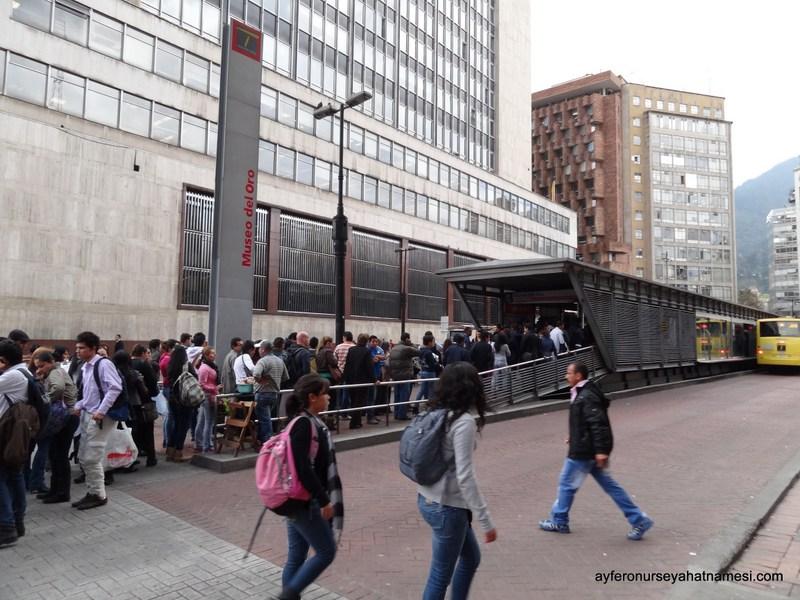 Metrobüs girişi