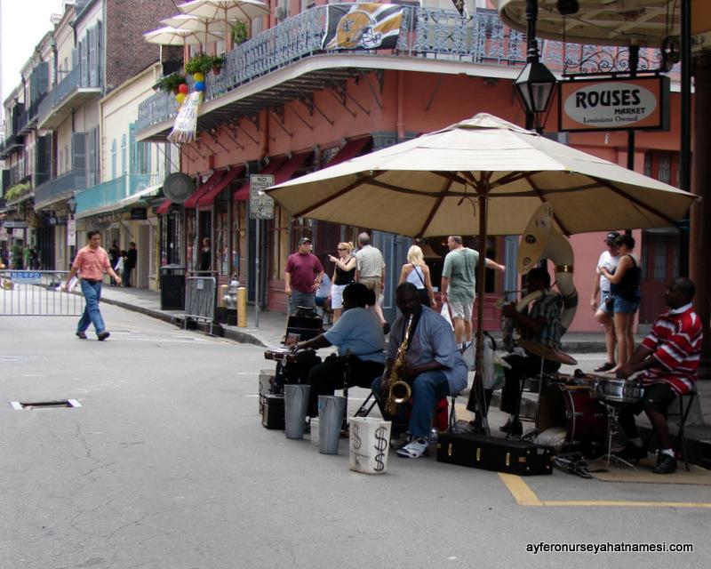 New Orleans sokaklarında caz...