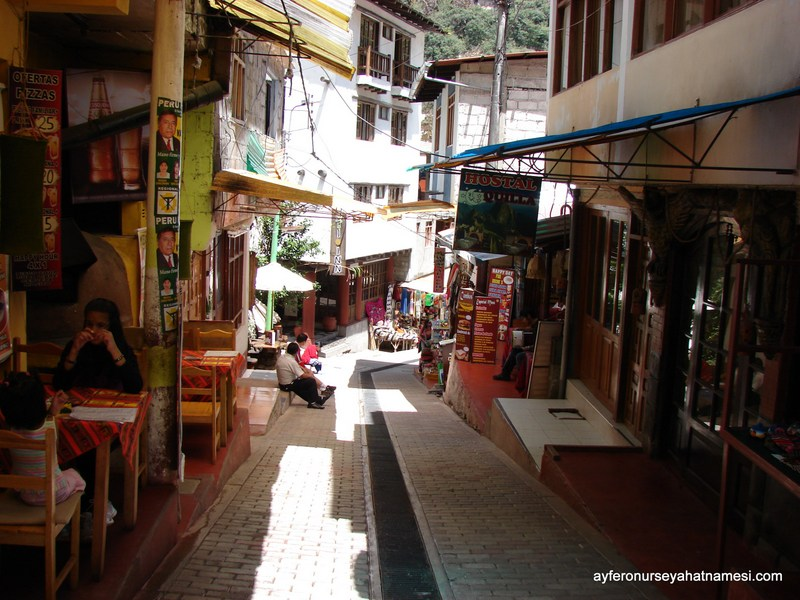 Aguas Calientes sokaklarından - PERU