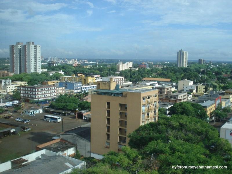 Otel odasından İguacu Şehri