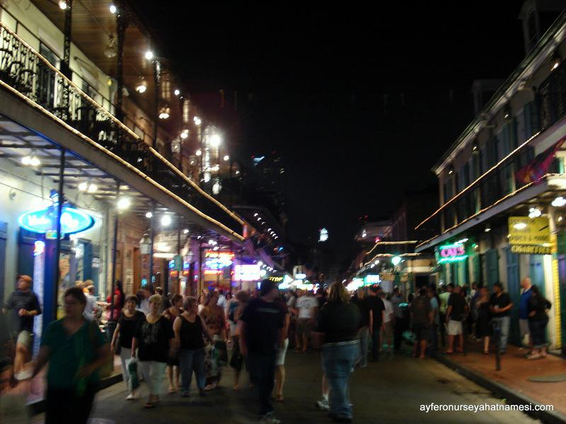 Bourbon Street gecesinden, yavaş yavaş dolmaya başlarken :)