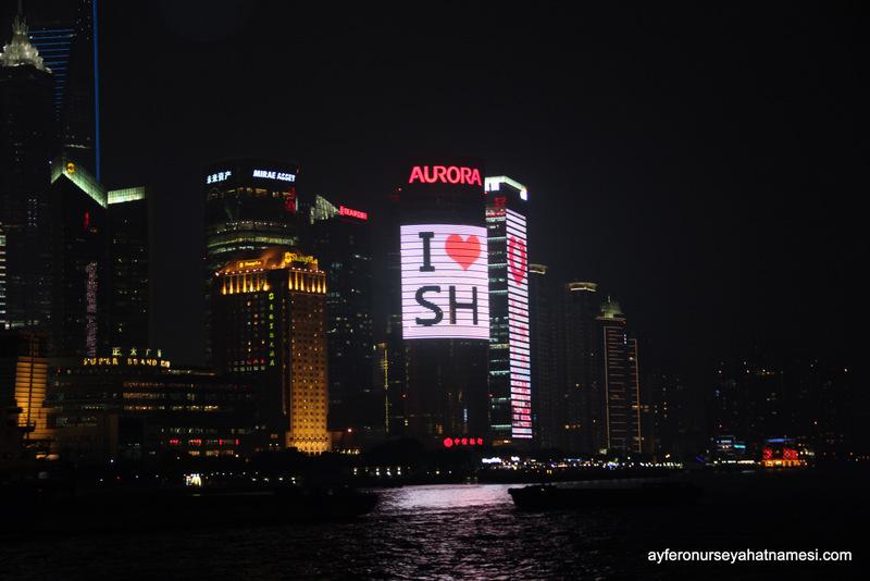Işıklı Şangay gecelerinden...