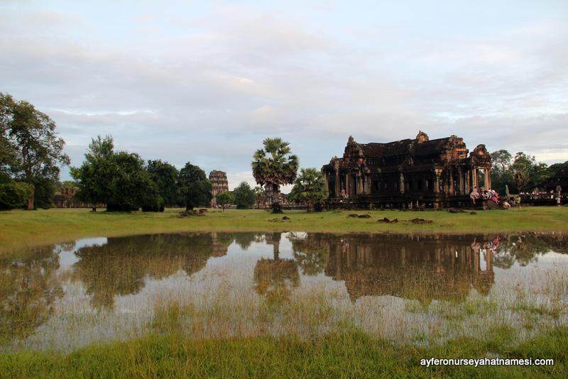 Angkor Wat kütüphanelerden biri...