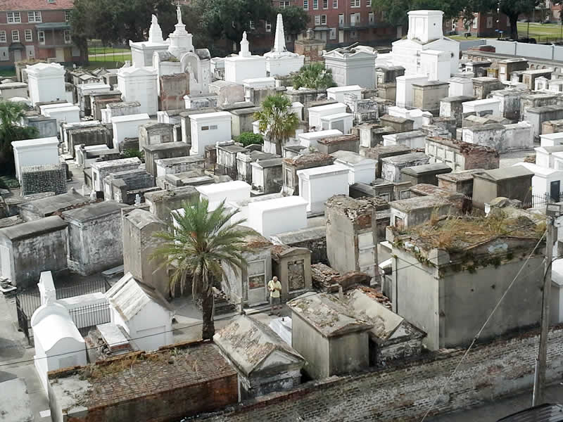 St Louis Cemetery - New Orleans (fotoğraf alıntıdır)