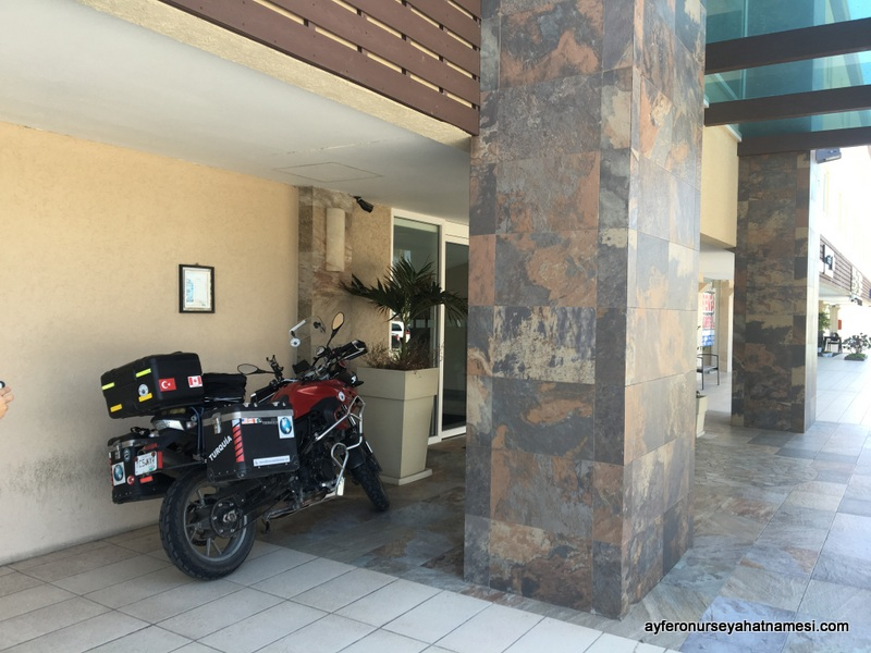 Holiday Inn Express - Moto Parking
