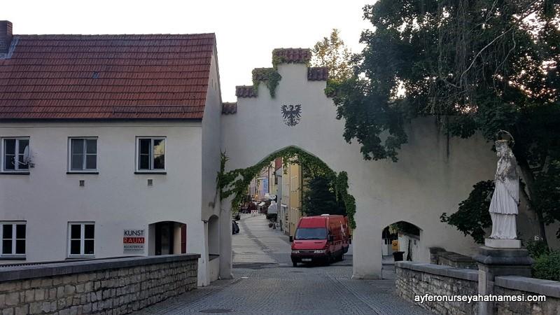 Gimplturm ile Klostertor (Manastır Kapısı)