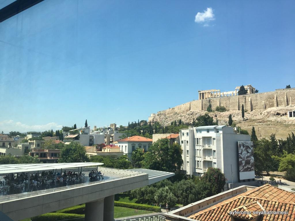 Müzeden Akropolis'e bakış...